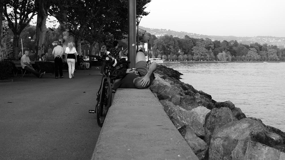 resting cyclist, Lac Leman